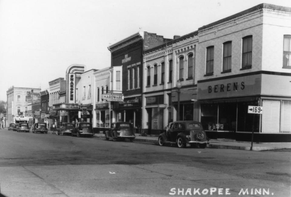 Downtown Shakopee in 1945