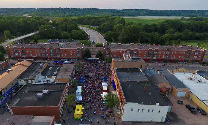 Downtown Shakopee crowd