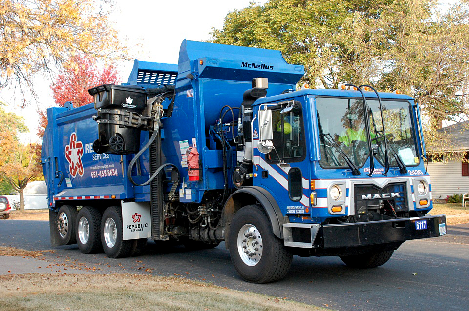 Garbage truck picking up cart