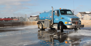 Truck flooding rink with water