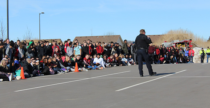 Shakopee Police Officer speaks with high school students