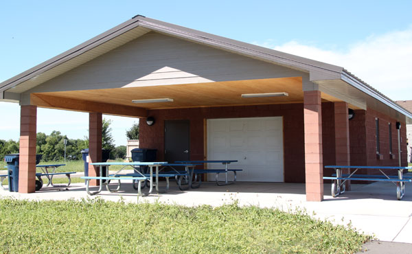 Enclosed picnic shelter